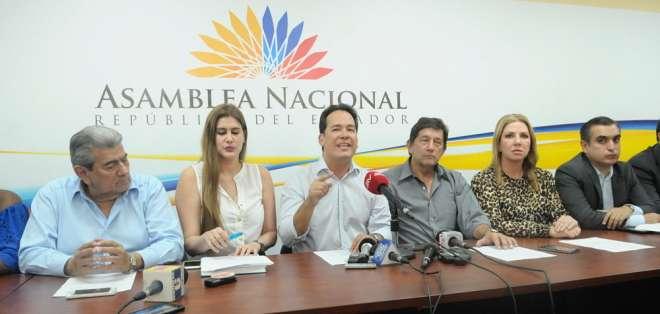 """Moción para renuncia de Serrano era """"arreglo entre Correa y Lasso"""", según bloque. Foto: API"""