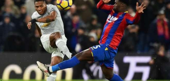 El 'Toño' dio la asistencia para el primer gol del United ante Crystal Palace. Foto: AFP