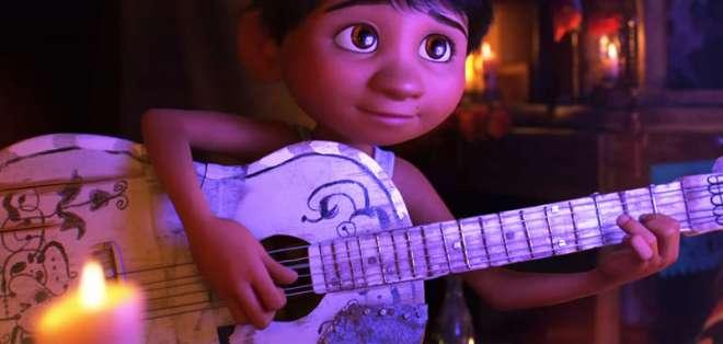 Los movimientos de la mano de Miguel en 'Coco' tienen el toque artístico de Adrián Maruri. Foto: Pixar.
