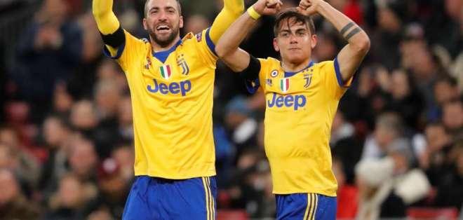 La dupla argentina de la Juventus le dio el pase a la siguiente ronda de la Liga de Campeones.