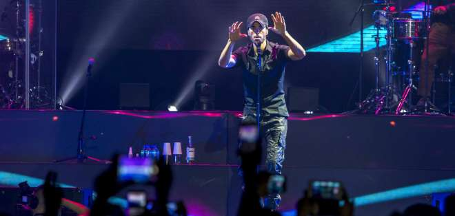 El cantante reveló sus sentimientos hacia su familia durante un concierto en Budapest. Foto: AP.