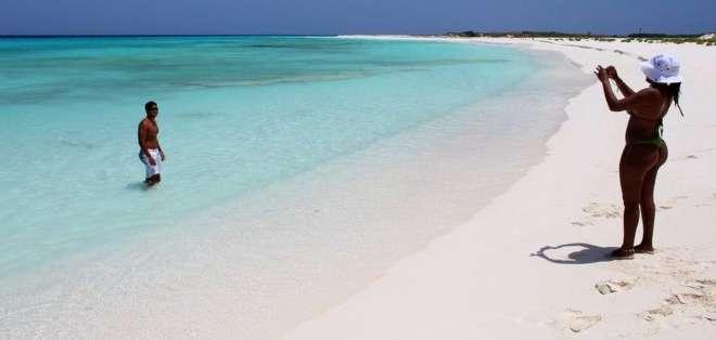 Los Roques se caracterizan por la arena blanca y las aguas turquesas.