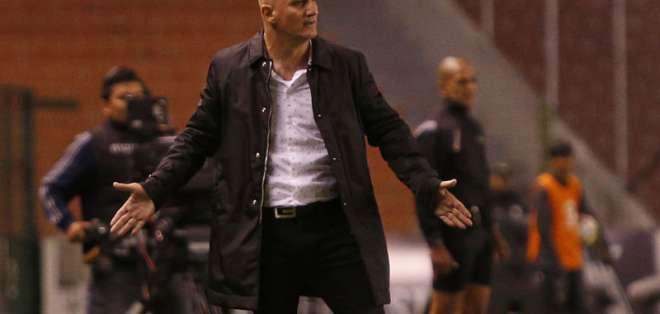 El entrenador uruguayo aseguró que todos son rumores. Foto: API