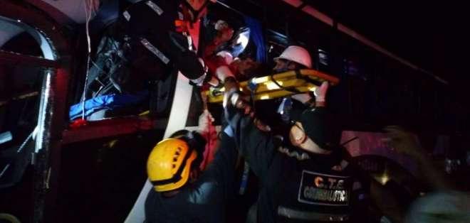 Accidente en vía  Jujan – Tres Postes deja 9 fallecidos. Foto: ECU 911