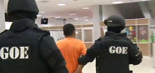 La banda estaba integrada por efectivos de la policía. Foto: captura de video