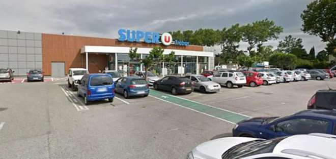 Gran parte de los empleados y clientes de la tienda lograron darse a la fuga. Foto; @notiveri