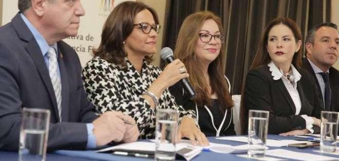 Se crea coalición legislativa para luchar contra la corrupción. Foto: Twitter Elizabeth Cabezas