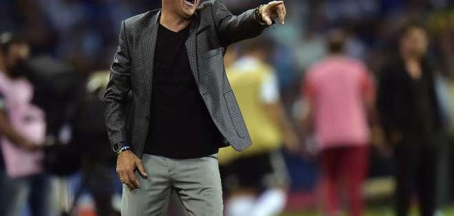 "El técnico de Emelec aseguró que al final van a tener que ""enfrentar sus propias palabras"". Foto: RODRIGO BUENDIA / AFP"