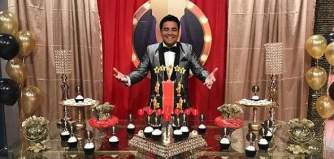 El presentador de En Contacto cumplió 39 años y se vistió de gala. Foto: Tomada de Instagram @encontactoecuavisa