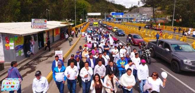 Multitudinaria marcha en sector fronterizo. Foto:  Paola Andrade / Ecuavisa