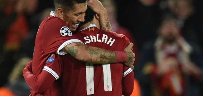 El brasileño y el egipcio hicieron sendos dobletes para el equipo inglés. Foto: Oli SCARFF / AFP