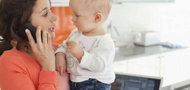 La tecnología también puede ayudar a las madres a desempeñar un mejor trabajo en su gran tarea. Foto referencial / apple.com