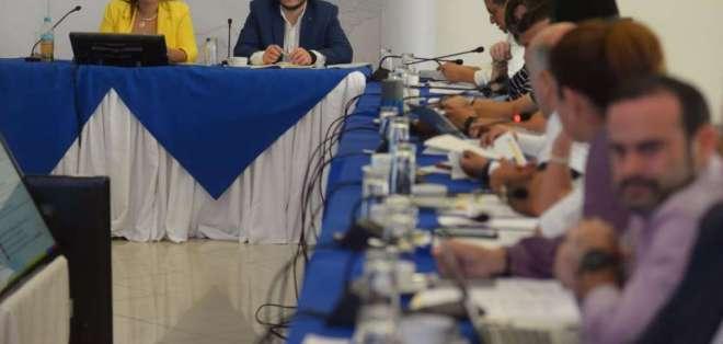 GUAYAQUIL, Ecuador.- La vicepresidenta, María Alejandra Vicuña, dirige el Gabinete. Foto: API