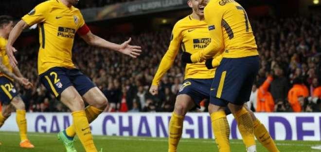 Antoine Griezmann (d.) hizo el gol del empate a los 81 minutos. Foto: Adrian DENNIS / AFP