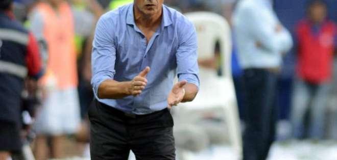Tras el anuncio de su salida de Emelec, Alfedo Arias ha tenido varias propuestas laborales. Foto: Radio Huancavilca