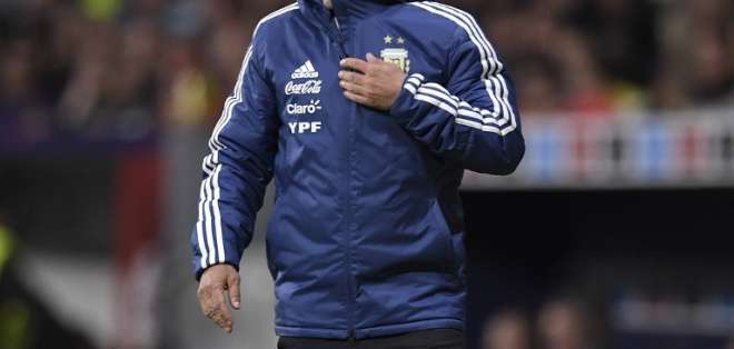 Jorge Sampaoli dio la lista de 35 preseleccionados para el Mundial. Foto: GABRIEL BOUYS / AFP