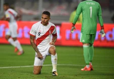 El delantero peruano deberá pagar una pena de 14 meses de suspensión. Foto: CRIS BOURONCLE / AFP