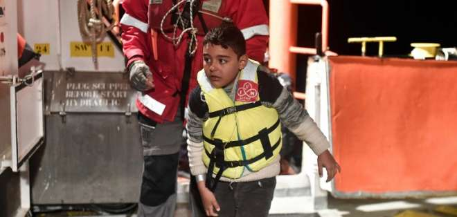 Menores de edad que atravesaron ilegalmente la frontera podrían recibir atención militar. - Foto: AFP (referencial)