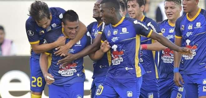 El equipo 'cetáceo' subió al segundo puesto del grupo. Foto: RODRIGO BUENDIA / AFP