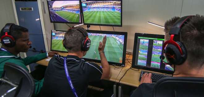 El taller fue impartido a periodistas deportivos que cubrirían el Mundial. Foto: referencial.