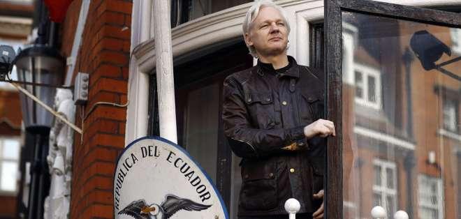 Según investigación, Ecuador financió espionaje para proteger a Assange, asilado en embajada. Foto: Archivo AP
