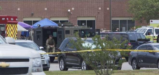 Al menos 8 muertos en tiroteo en escuela de Texas. Foto: AFP