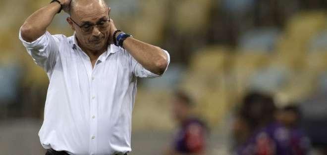 El entrenador habló con los medios en su regreso a Guayaquil. Foto: MAURO PIMENTEL / AFP