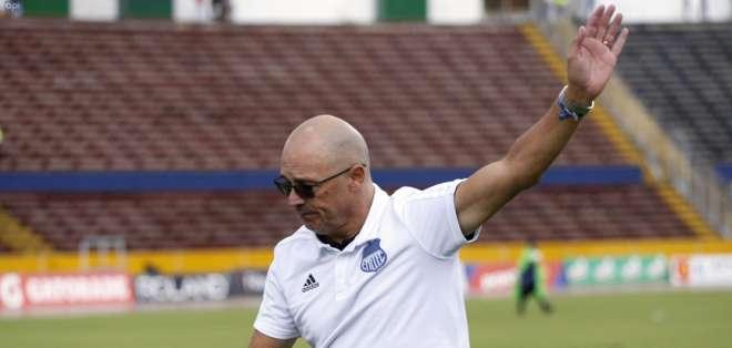 El entrenador uruguayo se despidió de manera definitiva de Emelec. Foto: API
