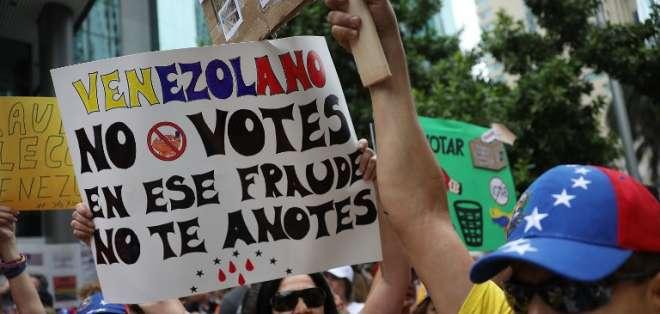 Henri Falcón y Javier Bertucci exigen convocar nuevas votaciones para octubre o diciembre. Foto: AFP