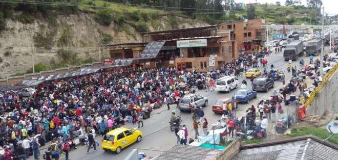 ECUADOR.- Situación en el puente Rumichaca, frontera norte de Ecuador, durante elecciones en Venezuela. Foto: Ecuavisa