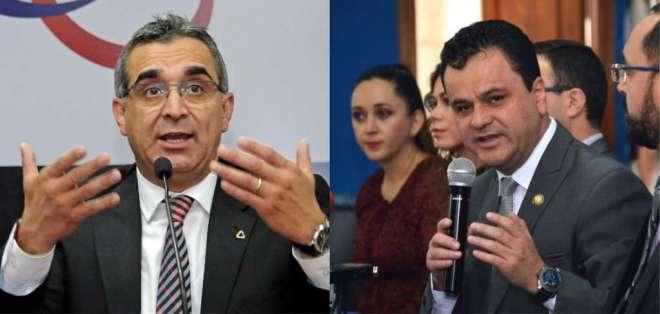 QUITO, Ecuador.- Gustavo Jalkh (izquierda) afirma que documentos presentados por Esteban Bernal son falsos. Collage: Ecuavisa