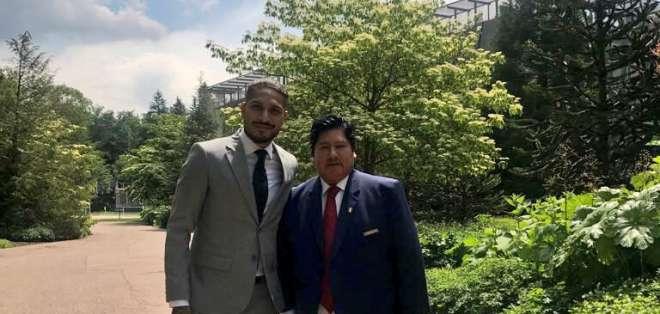 El directivo peruano, Edwin Oviedo se encuentra en Suiza junto al futbolista Paolo Guerrero. Foto: FPF