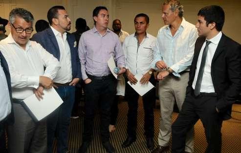 Esteban Paz (d.), Francisco Egas y José Cevallos cuestionaron que la sanción quede pospuesta. Foto: API