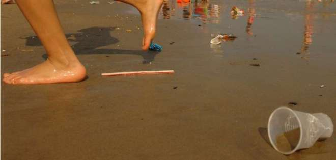 Sorbetes de plástico, prohibidos en Galápagos. Foto: Referencial