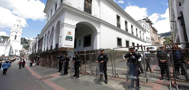 El gobierno de Moreno arrancó con un respaldo de 66 %, pero ha ido descendiendo. Foto: AP