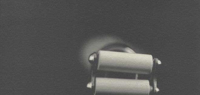 """El """"golpeador de belleza"""", hecho de plástico y metal, incluía dos rollos vibradores con un motor eléctrico."""