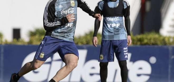 EZEIZA, Argentina.- Messi confesó que las selecciones de Brasil, España y Alemania están mejor 'equipadas'. Foto: AFP