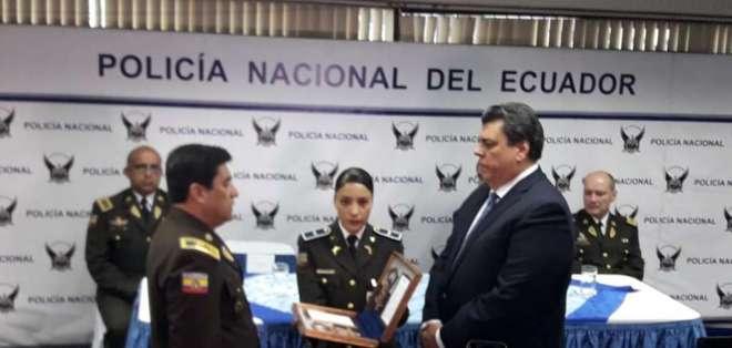 El ministro de Interior Mauro Toscanini, posesionó al nuevo Comandante General de la Policía Nacional, Nelson Villegas Ubillús.