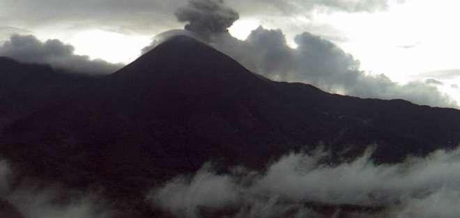 Volcán Reventador mantiene una actividad eruptiva alta. Foto: IG