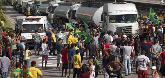 La manifestación de los camioneros rechaza los altos precios del diésel. Foto: AP