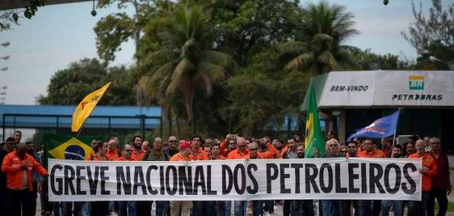 Huelga de sector petrolero se produce en momentos en el país sale de un paro de camioneros. Foto: AFP