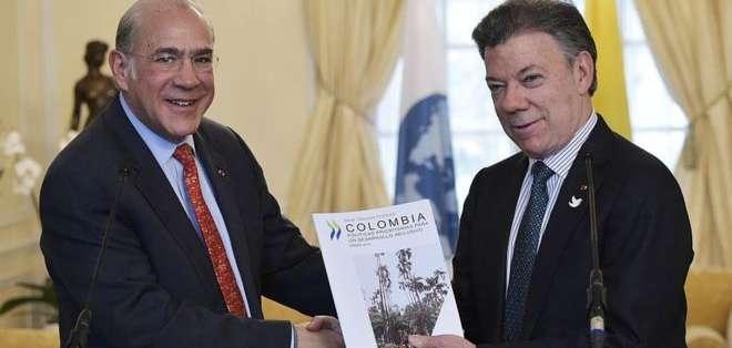 El secretario general de la OCDE, Ángel Gurría, junto al presidente de Colombia, Juan Manuel Santos.