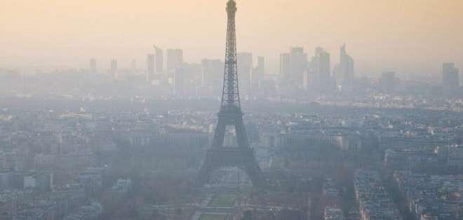 Hay días en que las autoridades prohíben el ingreso de la mitad de los autos a la ciudad por la contaminación.