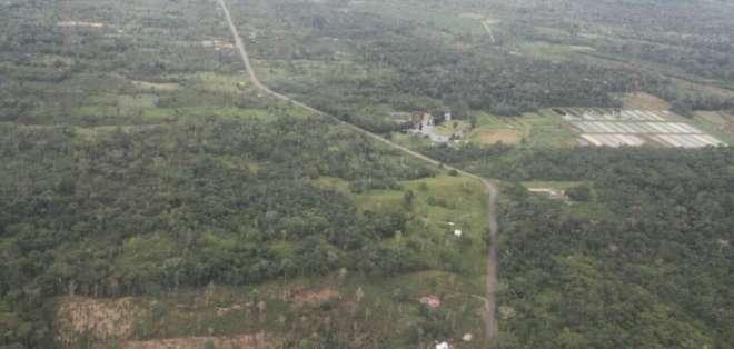 Ministros del sector de seguridad y cúpulas militar y policial visitaron Sucumbíos. Foto: Twitter Ministerio del Interior