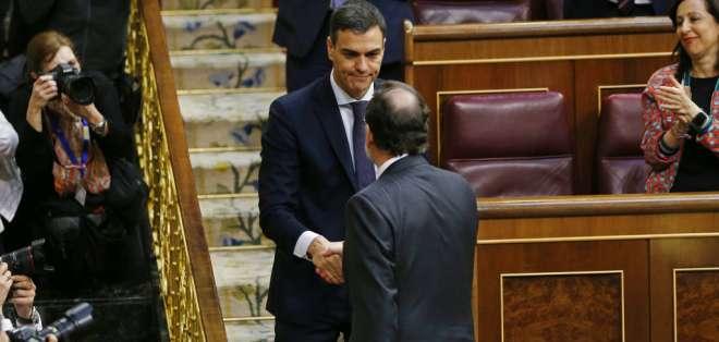 Pedro Sánchez reunió el apoyo de una mayoría de diputados (180 de 350). Foto: AP