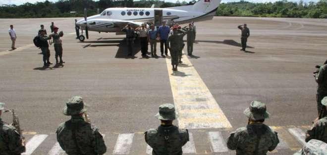 Ministros de seguridad recorrieron zona de Sucumbíos, limítrofe con Colombia. Foto: Twitter Interior