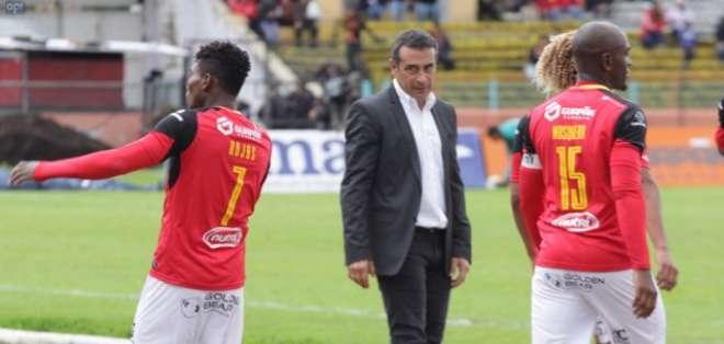Guillermo Sanguinetti considera que el árbitro influyó en esta nueva derrota del Cuenca. Foto: API