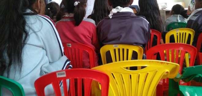 Autoridades comparten con niños en Centro de Erradicación de Trabajo Infantil en Carcelén. Foto: Inclusión Ec.