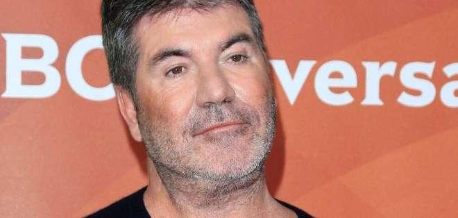 Simon Cowell dijo que estaba irritado por lo mucho que estaba usando su teléfono.
