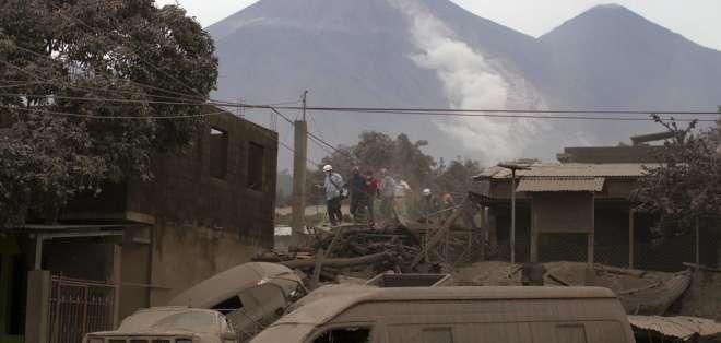 Potente erupción del volcán de Fuego deja hasta ahora 62 personas muertas. Foto: AP